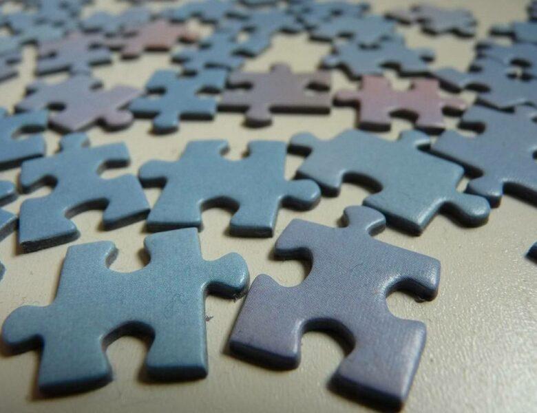 Comment coller un puzzle de 5000 pièces ?